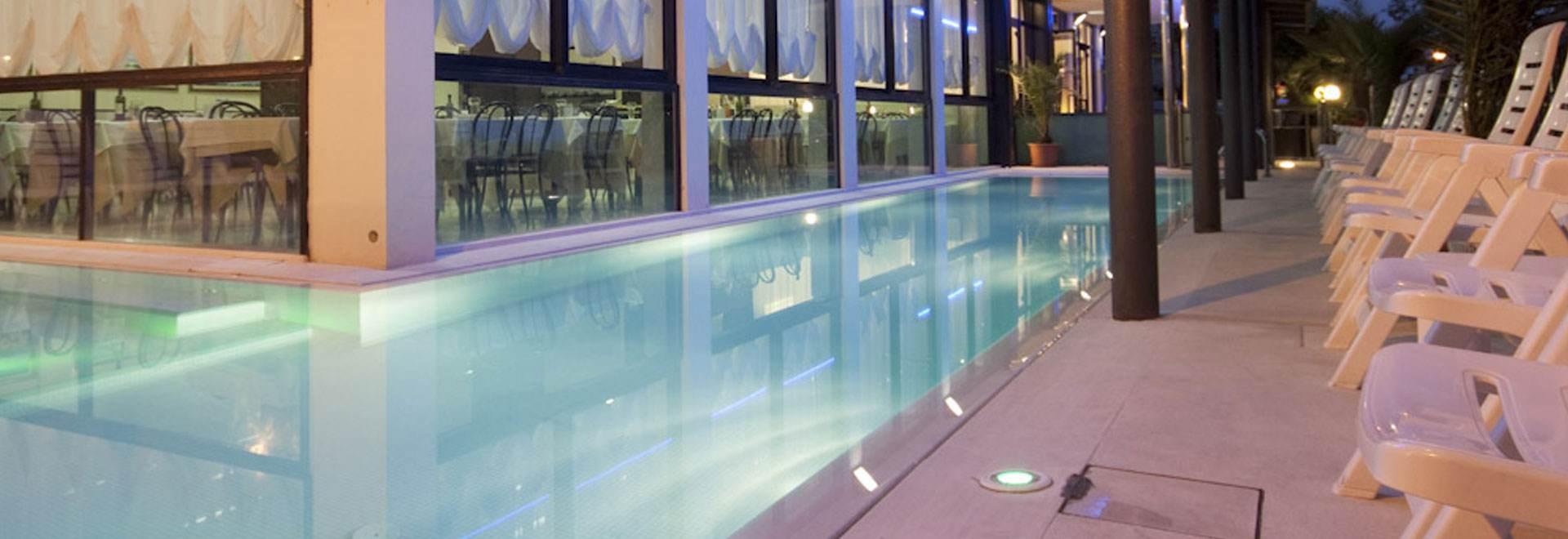 Hotel riccione con piscina riscaldata hotel 3 stelle con - Hotel con piscina a riccione ...